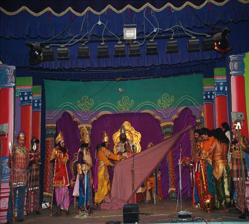 Gallery-2008-Drama-Karnanum Kannanum-09