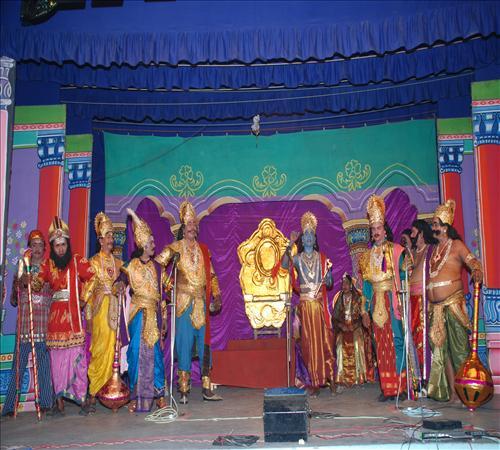 Gallery-2008-Drama-Karnanum Kannanum-11