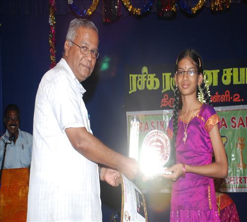 Gallery-2011-Lv14th-Vocal-Mambalam Sisters Vijayalakshmi & Chitra-02