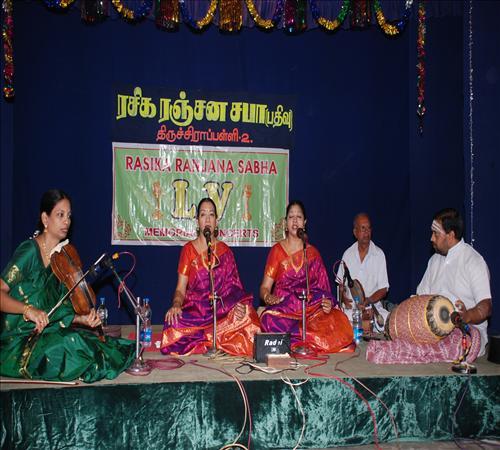 Gallery-2011-Lv14th-Vocal-Mambalam Sisters Vijayalakshmi & Chitra-04