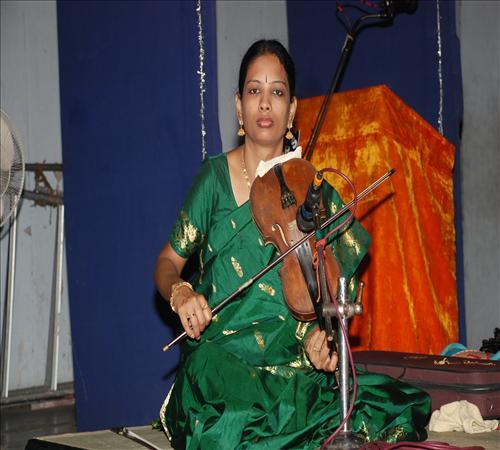 Gallery-2011-Lv14th-Vocal-Mambalam Sisters Vijayalakshmi & Chitra-12