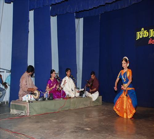 Gallery-2011-TNIINM-Bharathanatiyam-04