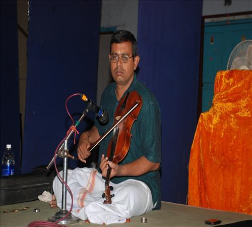 Gallery-2011-Vocal-Amirtha Venkatesh-AMBIKA PRASAD VIO
