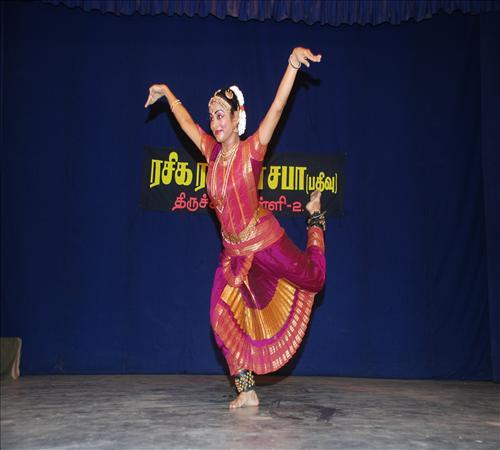Gallery-2012-Dance-R Krithika-02